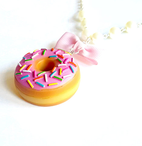 Pearl and Bow Large Donut Necklace