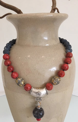 Agate and coral necklace