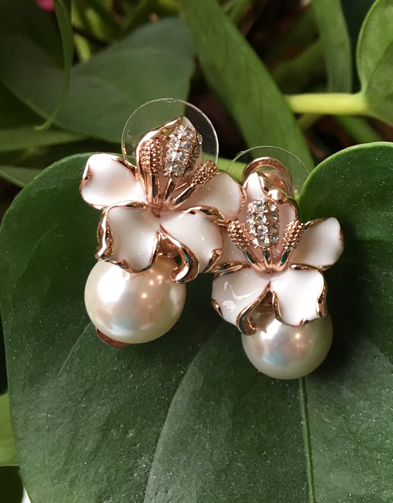 Lillies and pearls in rose gold