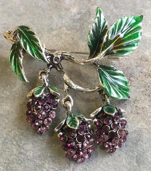 Bunch o berries brooch