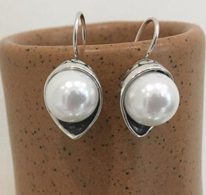Silver silver earrings with glass pearl