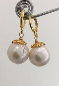 Round white cultured pearl arrings