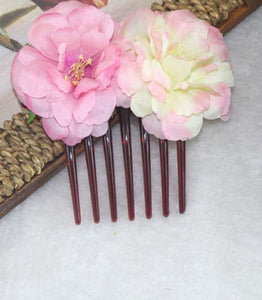 Side comb white and pink roses
