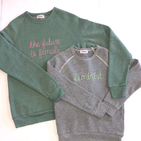Youth: Feminist organic sweatshirt in speckle black, pink and h. Grey