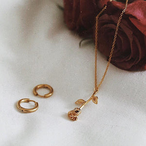 EXCLUSIVE GOLD ROSE NECKLACE