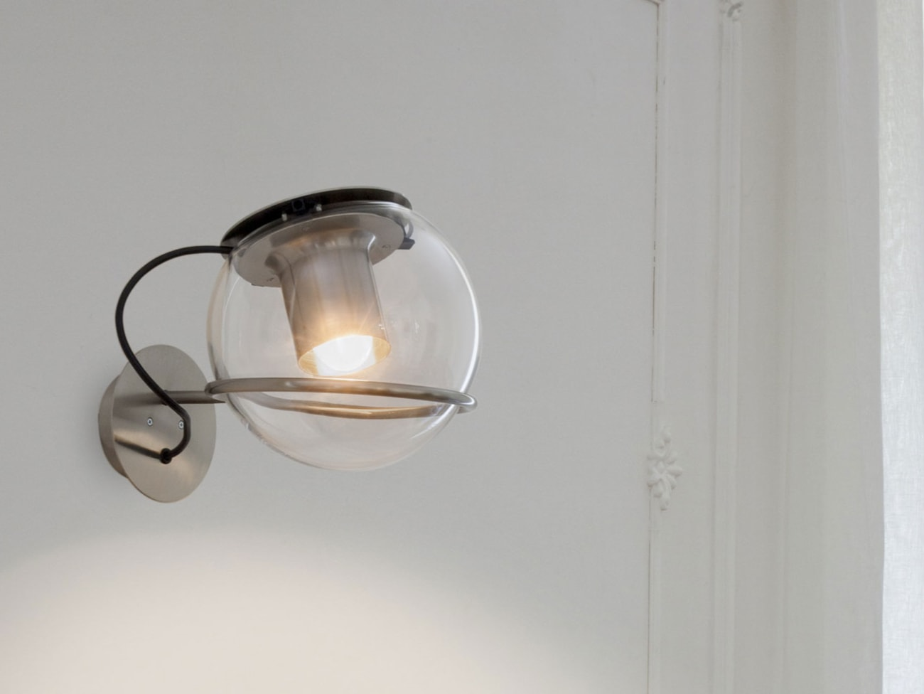 The Globe Wall Lamp