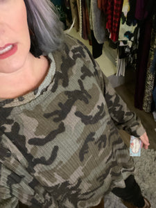 Camo high low hem thermal top