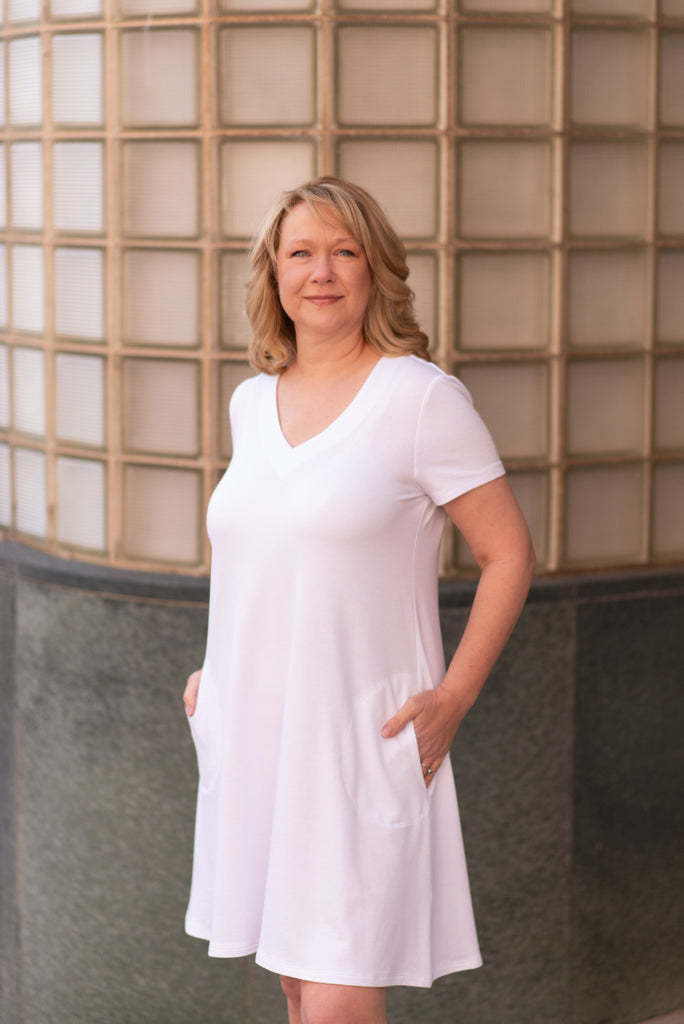 Pure Essence Short Sleeve V-Neck Bamboo Dress with Pockets - White