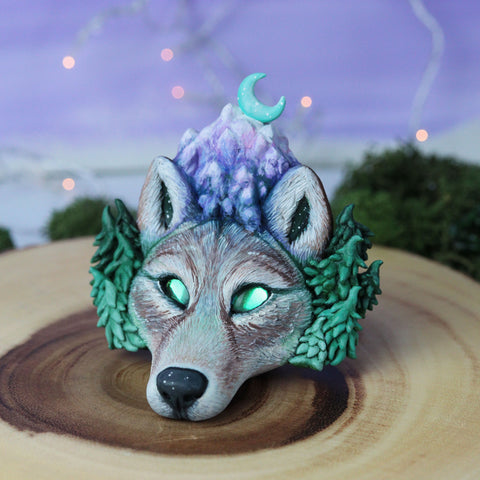 Moonlight Majesty Wolf Bust