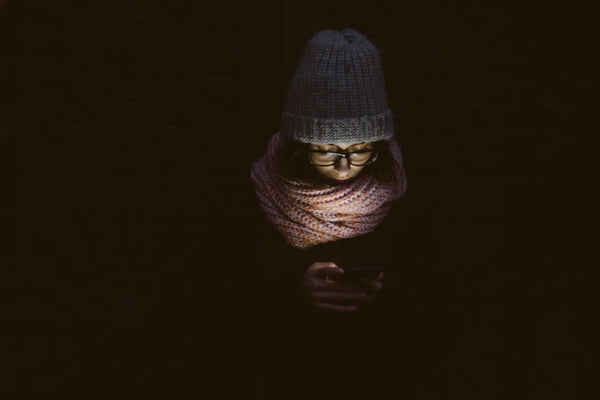 woman-using-cellphone-in-the-dark