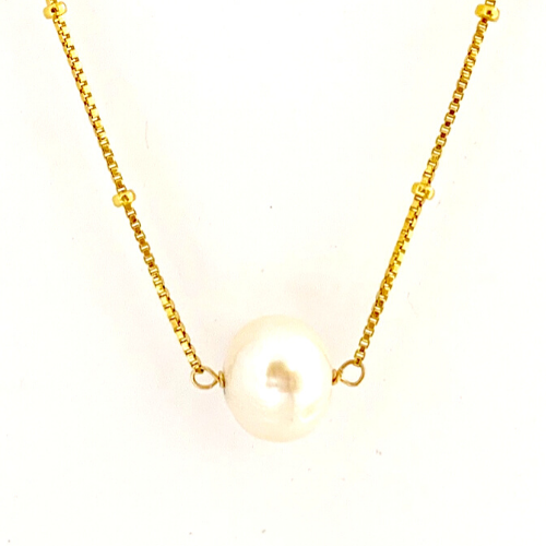 WHITE PEARL PENDANT WITH GOLD BOX CHAIN