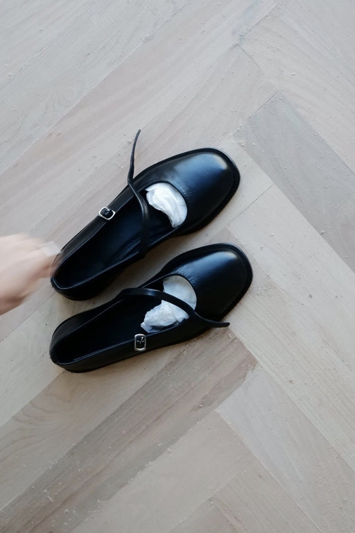 Mary Anne Flats | Black