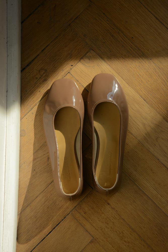Margot Flats | patent brown