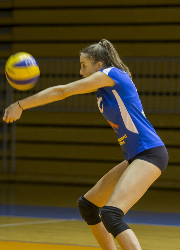 The player's position should also be considered when buying volleyball knee pads.