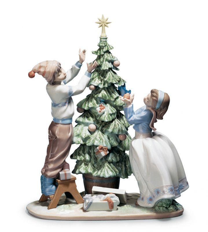 Lladro Home Accessories Default Trimming The Tree