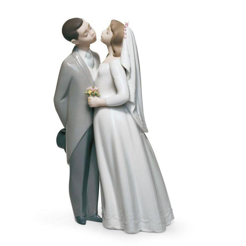 Lladro Inspiration Default A Kiss To Remember