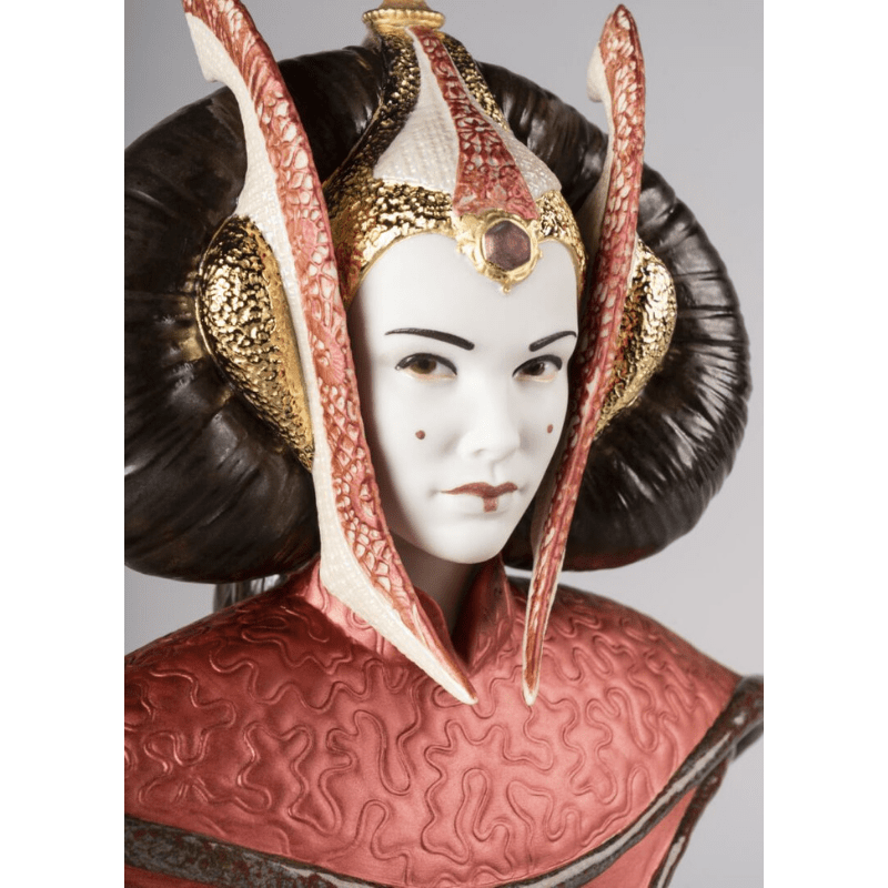 Lladro Inspiration Default Queen Amidala in the Throne Room. Limited Edition