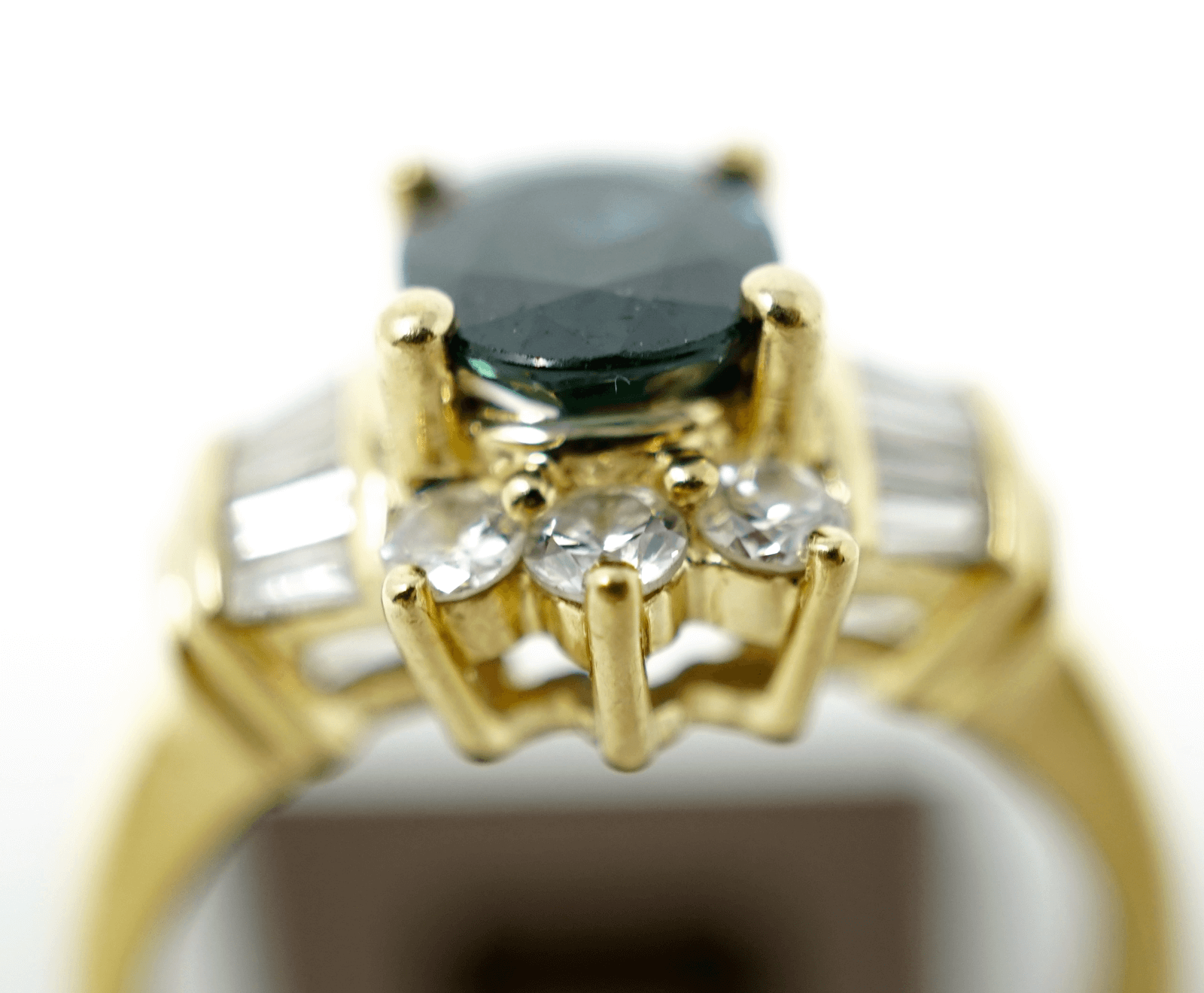 Solid yellow gold 18k ladies ring size 6 1/2