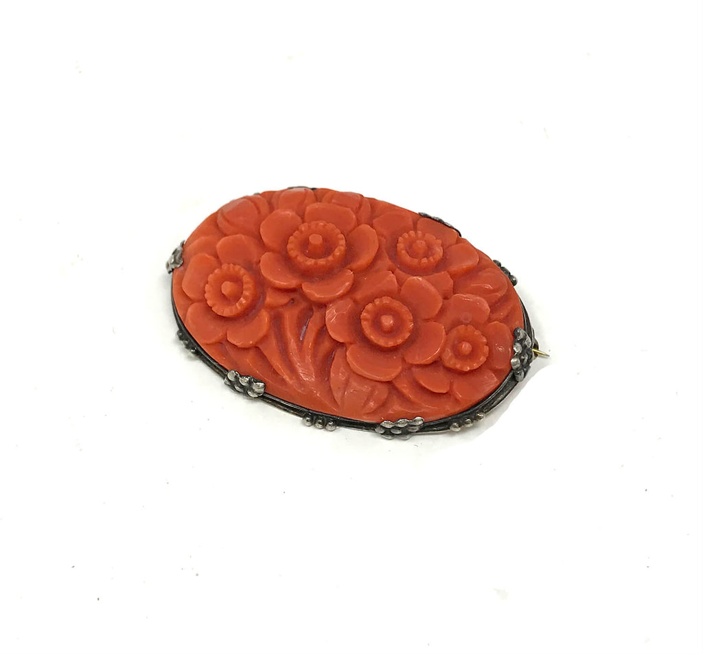 Broche florale victorienne antique en corail rouge