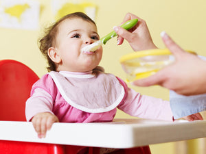 New study says beginning to feed solid food earlier helps baby get better sleep
