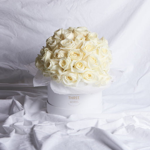 CREAMY WHITE ROSES (Bouquet or Round Box)