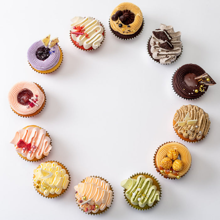 CHOOSE YOUR FAVOURITE PARTY PACK - 6 CUPCAKES & 12 MACARONS