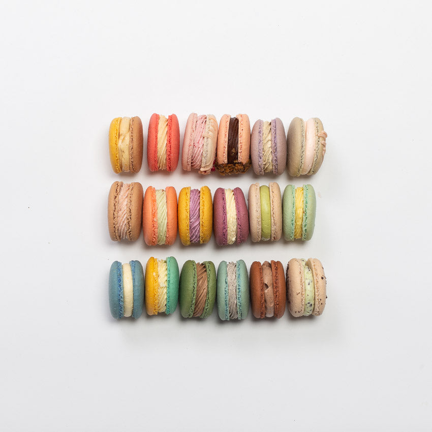 CHOOSE YOUR FAVOURITE 12-PACK MACARONS