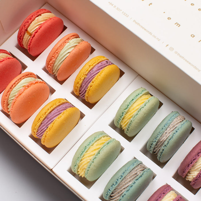 RAINBOW COLOURS MACARONS SET