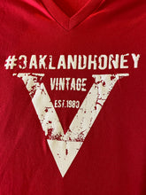 "OAKLAND HONEY ""V"" TEE RED/WHITE"