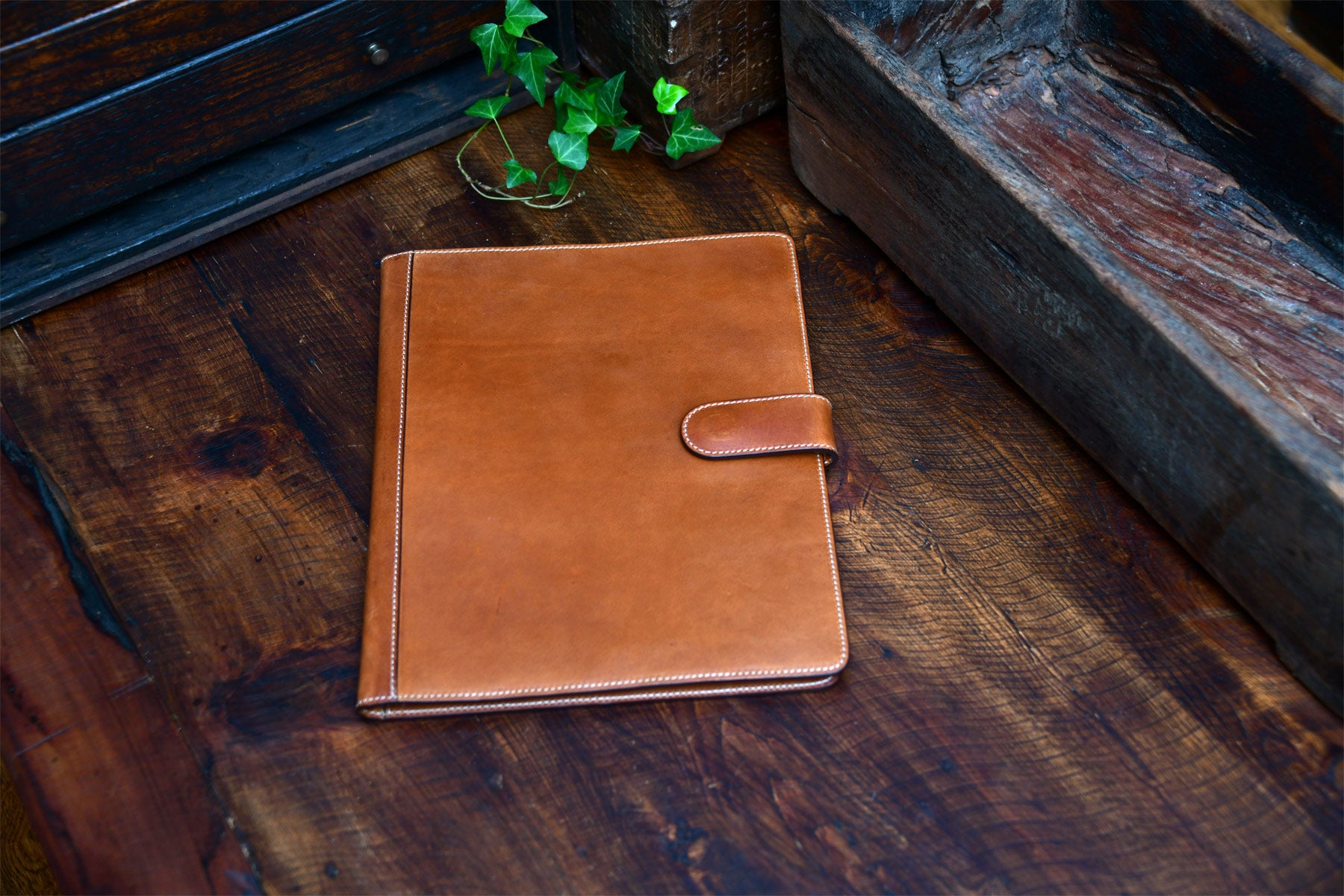 Handmade Leather Magnetic Closure Padfolio - Terra Tan