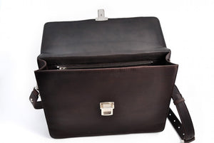 This Italian leather single-gusset, key-locking briefcase is made with perfection in every detail. Handmade in Italy by Borlino of the finest Italian vegetable-tanned leathers and metals. Walnut Brown Leathers.