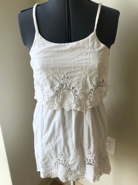Classic & Cute Embroidered White Summer Dress -Sz Medium - HEART 'n' SLEEVE