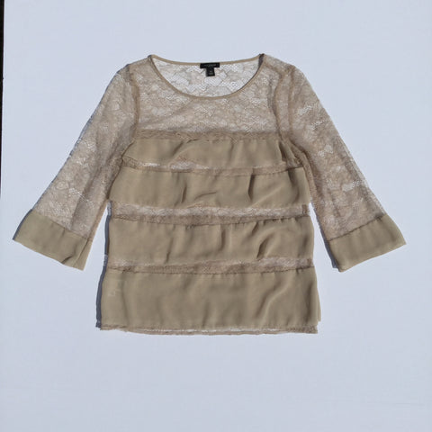 Ann Taylor - Nude Colored Lace & Ruffle 3/4 Sleeve Blouse   - Sz XS - HEART 'n' SLEEVE