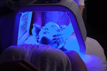 woman getting blue light therapy
