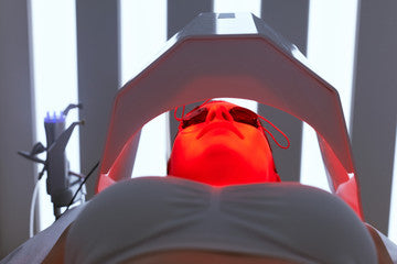 red light therapy on the face