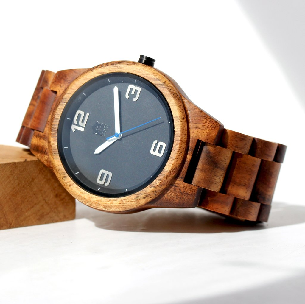 New: KOA SOLID WOOD WATCH, ROUND BLACK FACE
