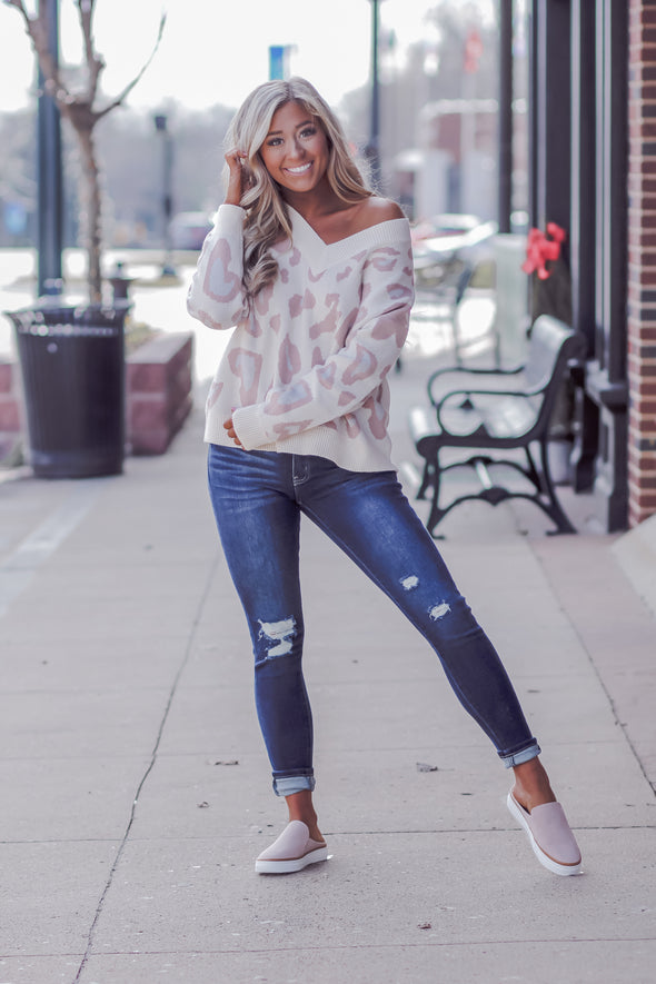 Ivory and Mauve Leopard V Neck Sweater