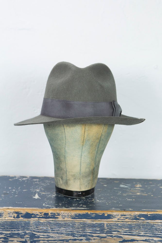 H.W. Dog Hat Front V in Gray