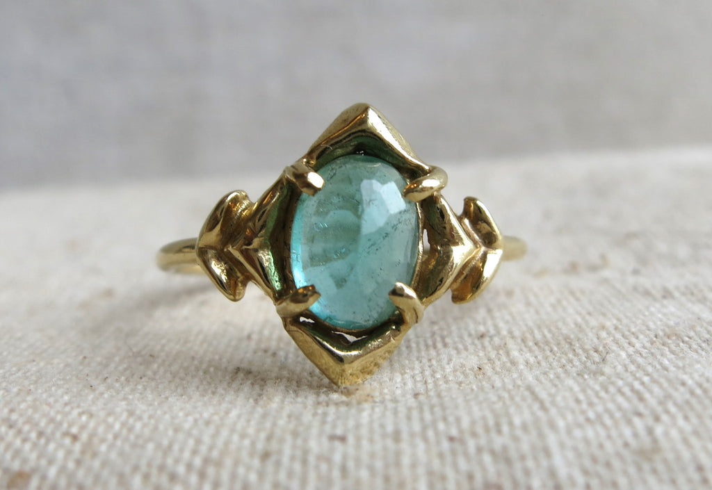 Oval Emerald Arrow Ring