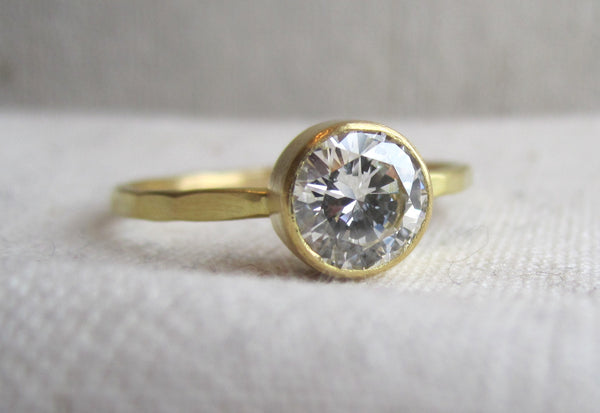 Round Bezel Diamond Ring | Hammered Band