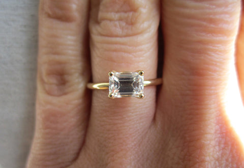 Emerald Cut Diamond Prong Ring | 1ct