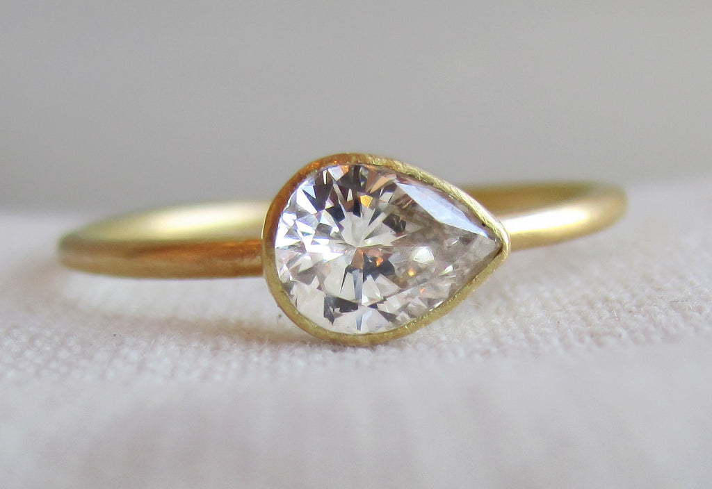 white si ring i stone h in set gold six setting engagement shape prong diamond shaped pear classic rings