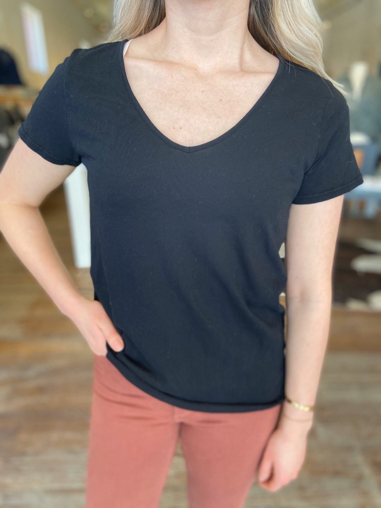 V-Neck Short Sleeve Tee in Onyx