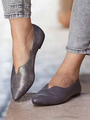 Contrast Color Pointed Flats
