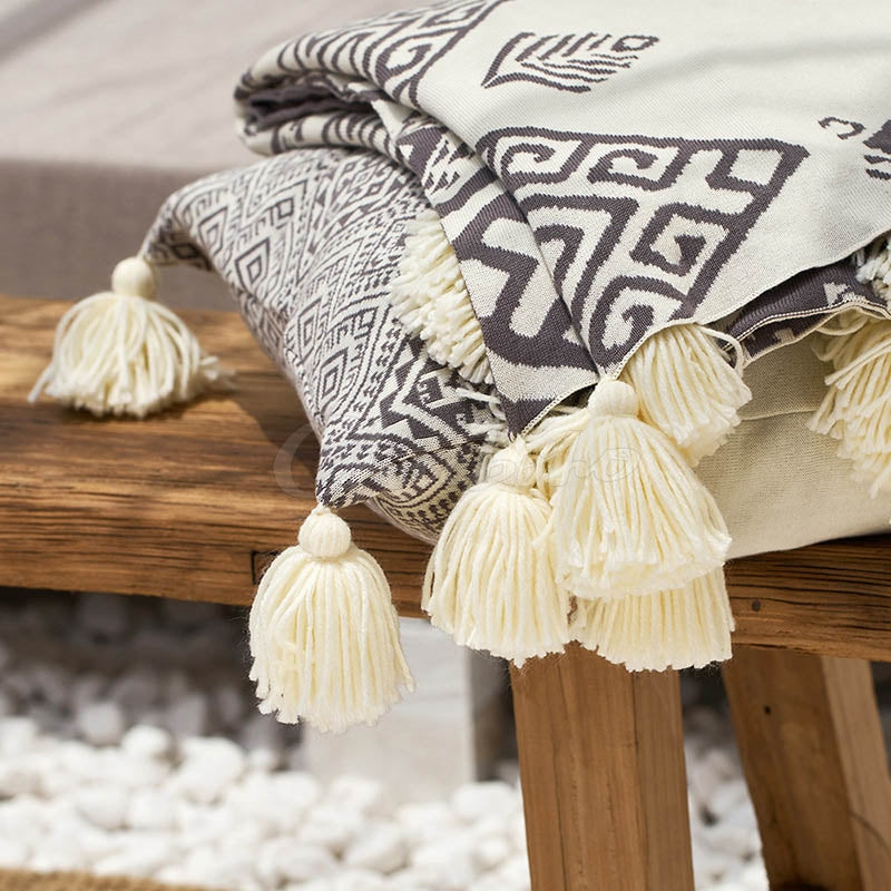 Printed Tasseled Pompom Triming Knit Blankets