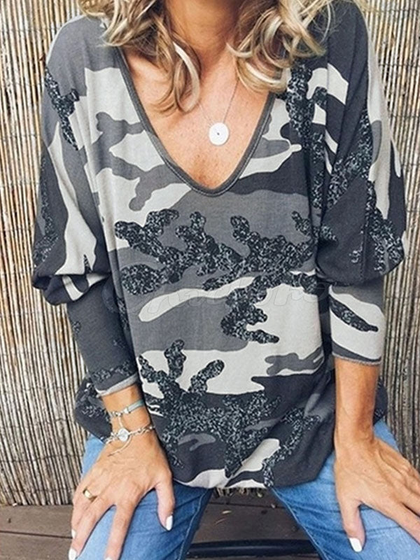 Camouflage Printed V-neck T-shirt