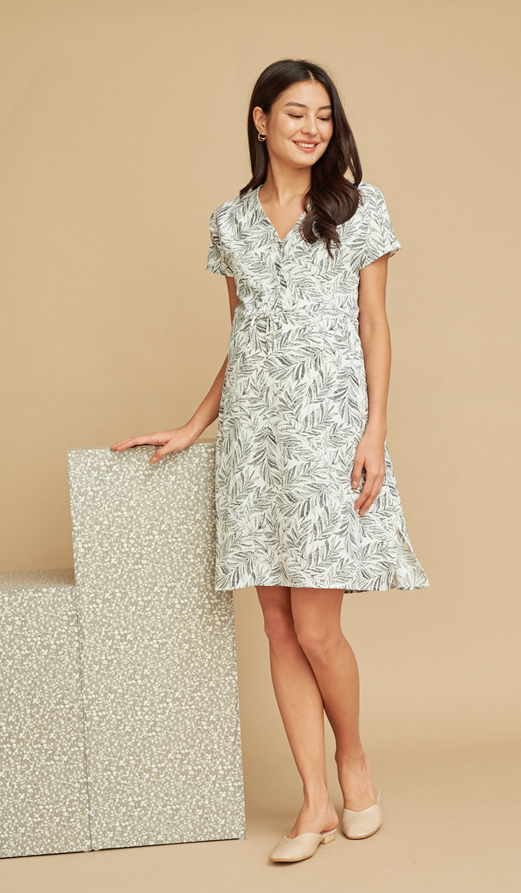 ASHLEIGH LEAF PRINT NURSING DRESS WHITE