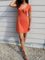 robe orange nouée