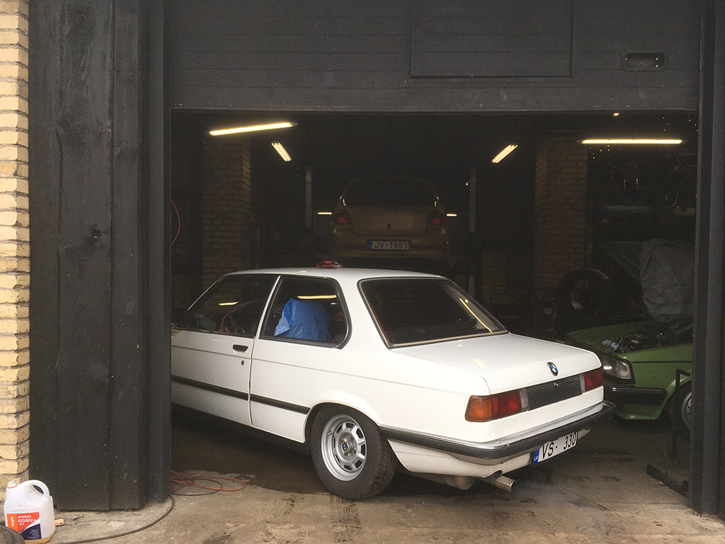 lowered white bmw e21 stance