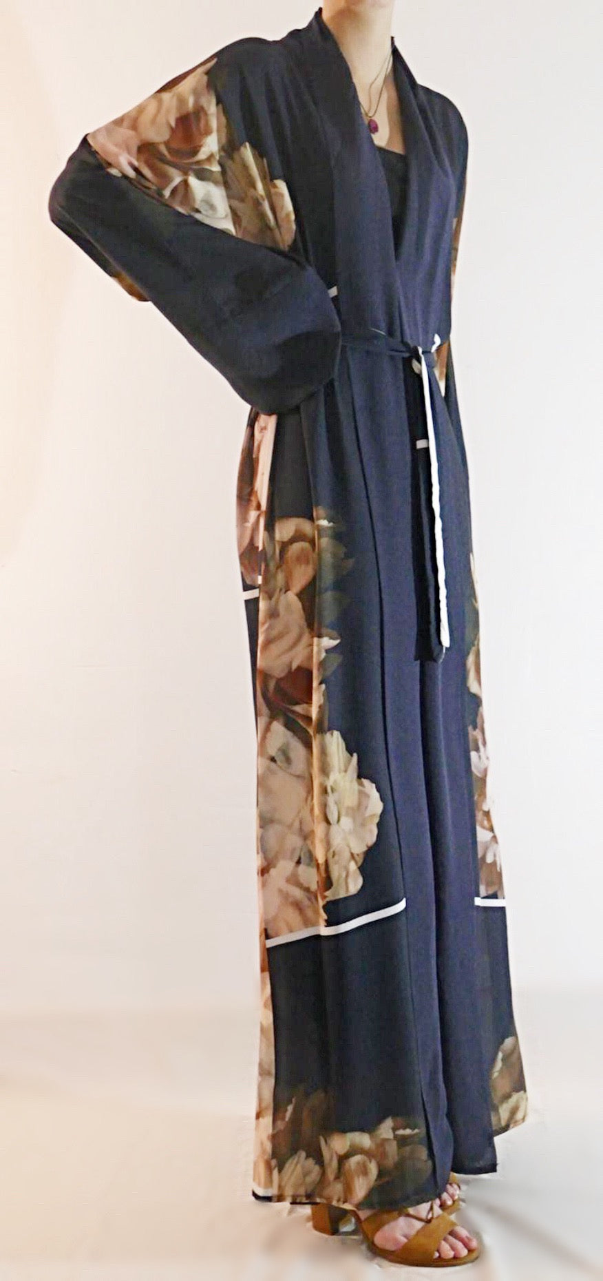 Elegant Abaya that lends itself perfectly to smart casual wear.